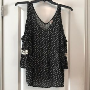 NWOT Mossimo Cold Shoulder Blouse, Size XL